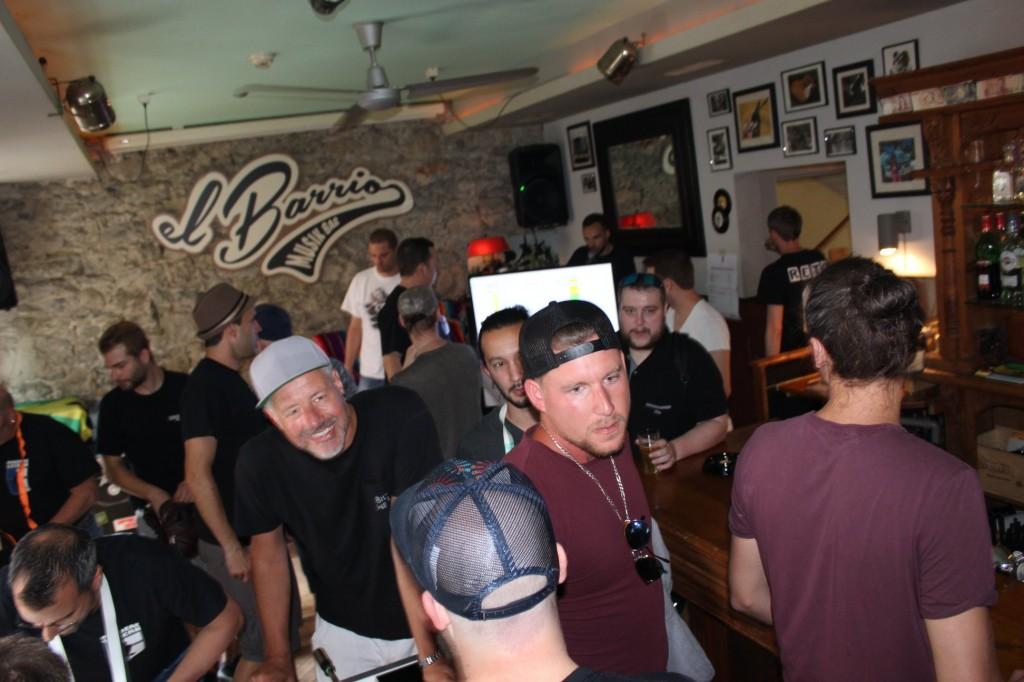 Die Spieleransammlung im El Barrio (Bild: Fordere Luzern)