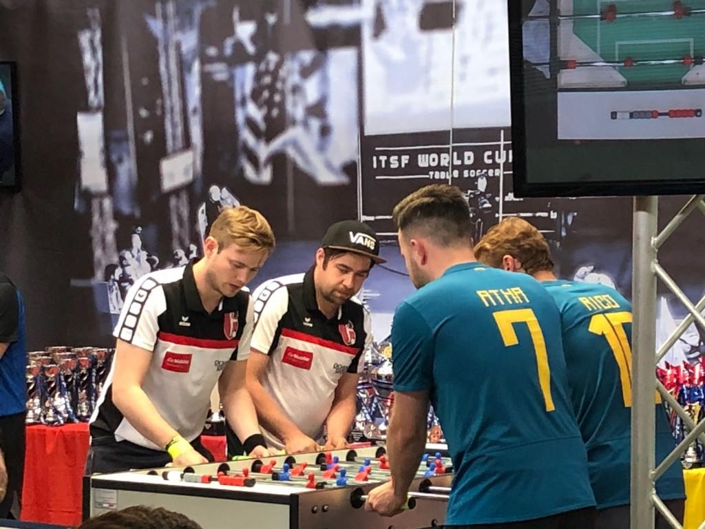 Eine Ehre: Collignon und Atha dürfen gegen die Schweizermeister spielen.