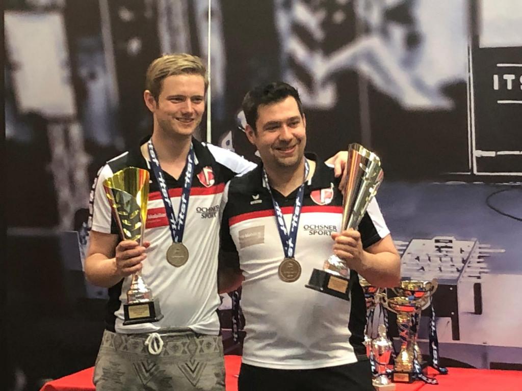 Hannes und Salzi mit dem Pokal (Bild: Bea).