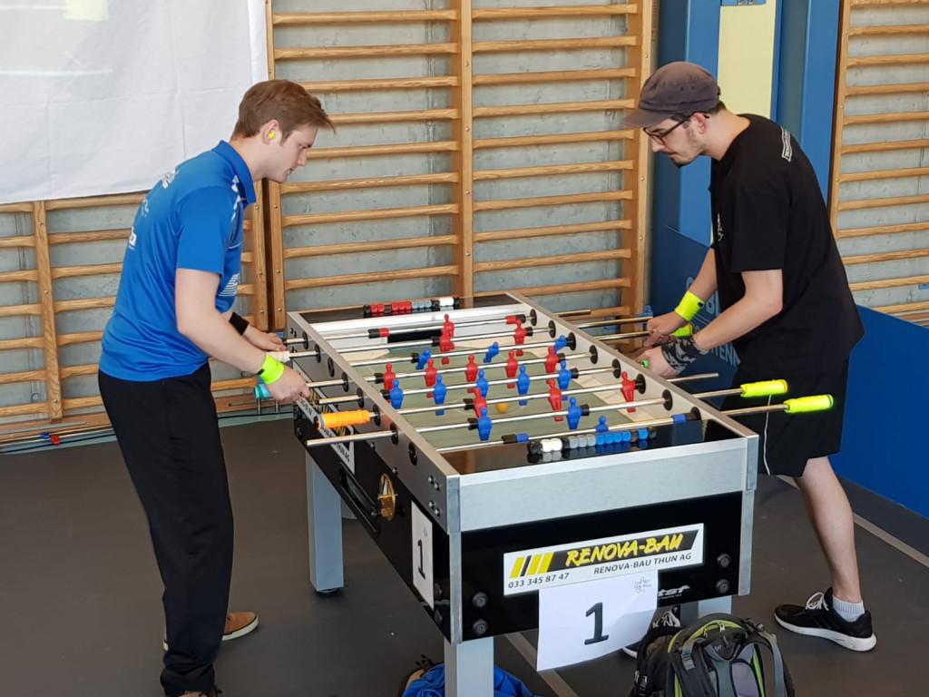 Hannes und Adrian beim Finaleinzug im Einzel. Peter wurde guter Dritter. (Bild: Peter)