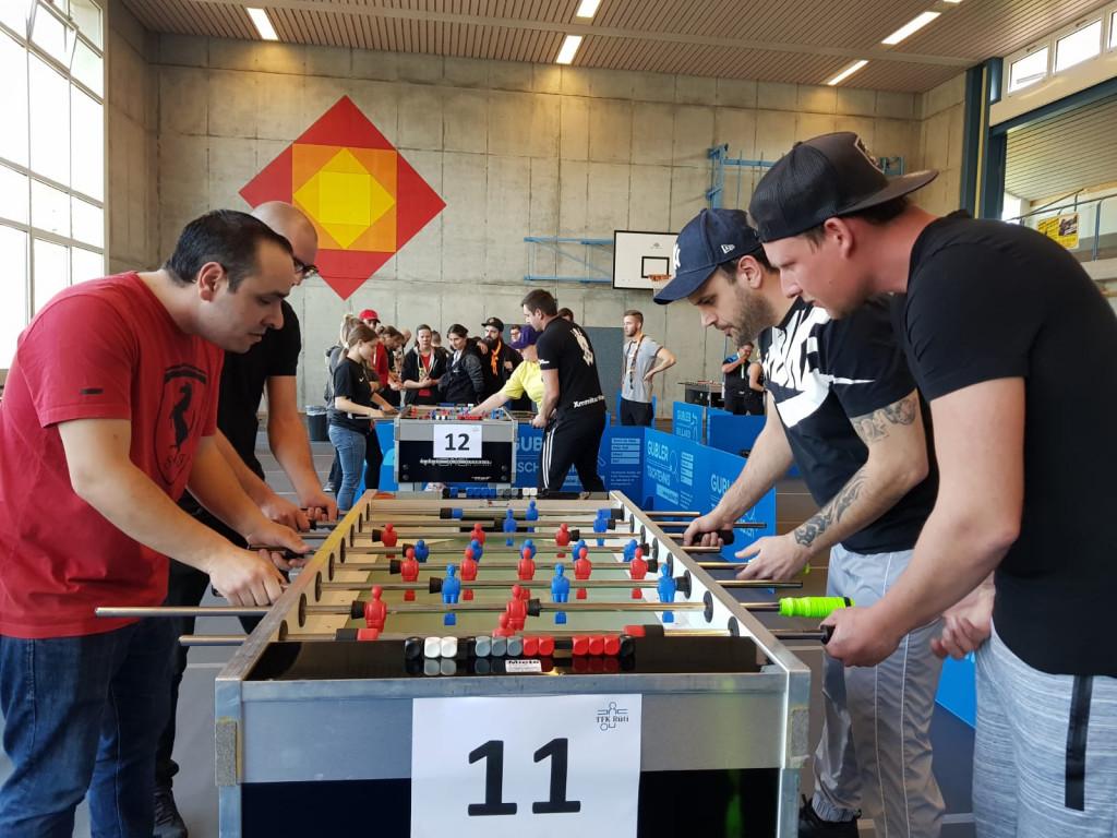 Luca und Matteo (rechts) erspielen sich den dritten Neulinge-Podestplatz diese Saison, und das im dritten Turnier. Hier im Duell gegen Jonas (Einsiedeln) und Roberto und (Zürich).