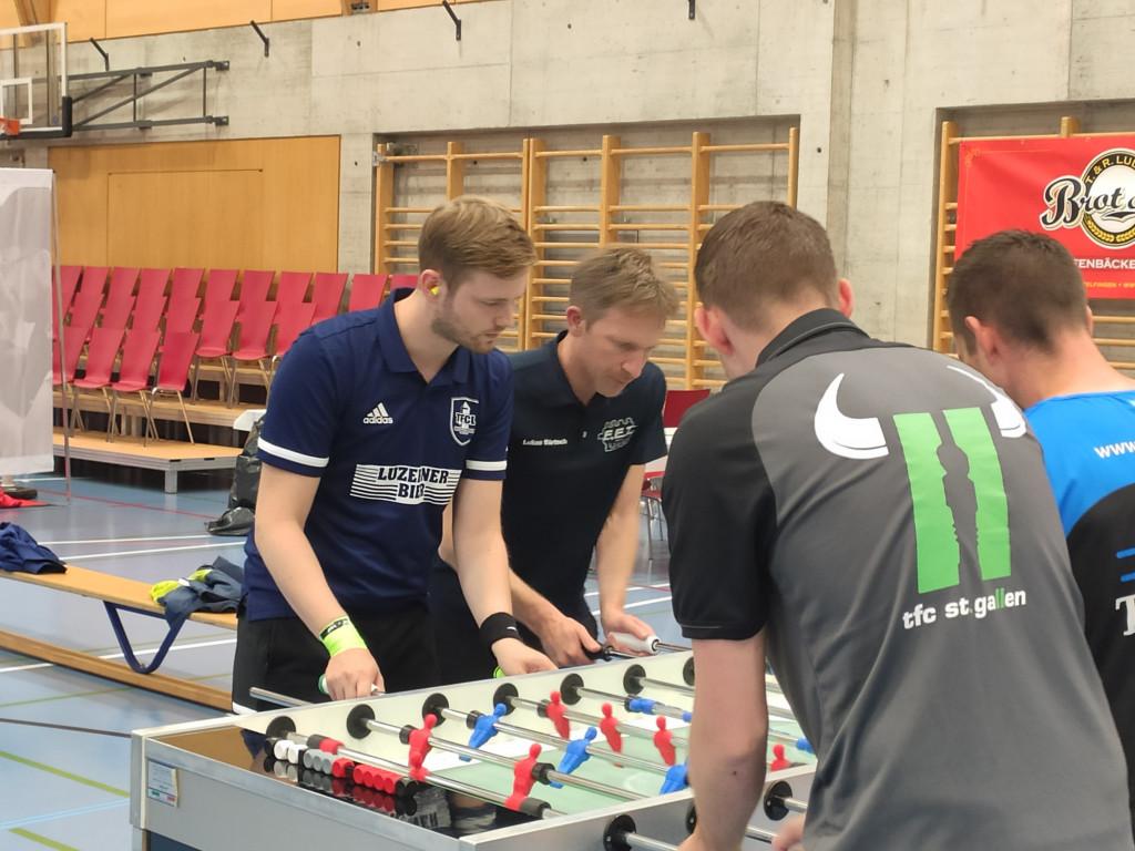Foto 3: Lukas und Hannes während eines umkämpften Spiels (Foto: Felder M. 2021)