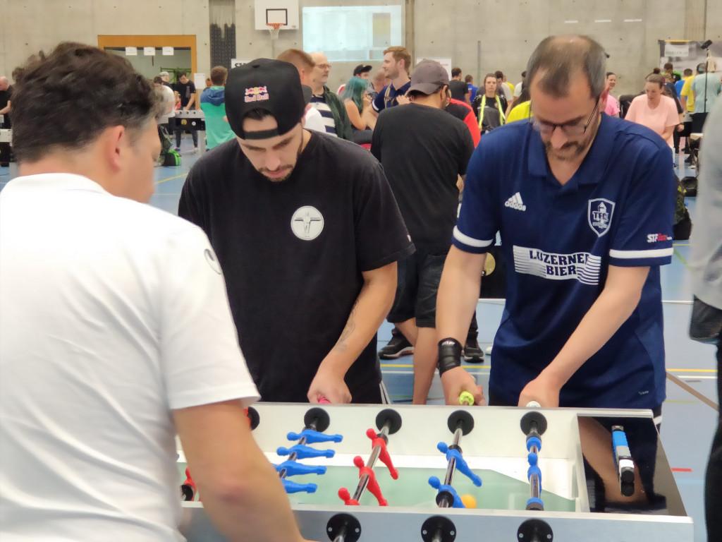 Foto 2: Ivan und Manuel während des Spiels im Offenen Doppel. Manuel für einmal in der Verteidigung. (Foto: Felder M. 2021)